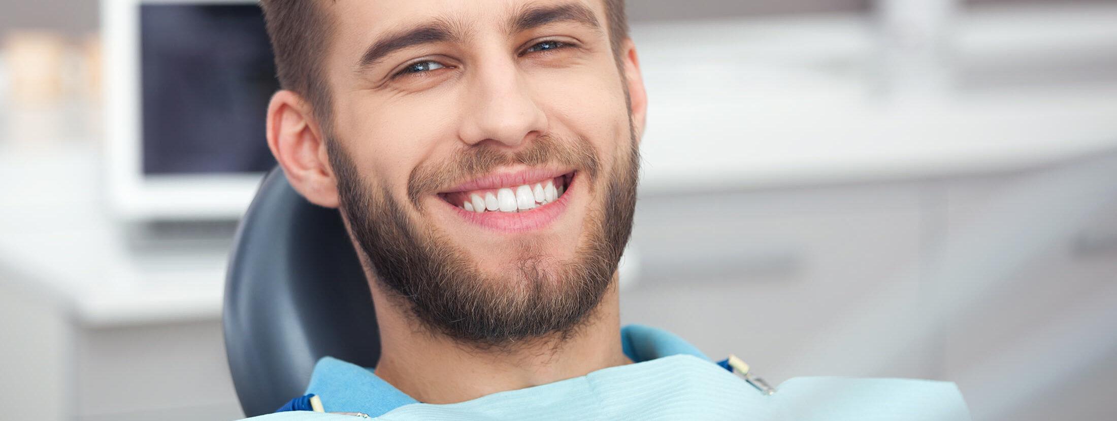 Zahnarztpraxis Dentavia Rödelheim - glücklicher Patient - Header